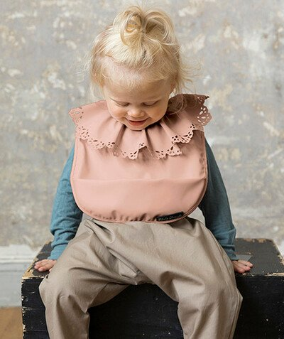 All accessories radius - ELODIE DETAILS� - WAXED BIB WITH A SCALLOPED COLLAR 6 MONTHS +